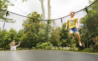 Seguridad en los saltos: Parques de camas elásticas vs. Camas elásticas de jardín